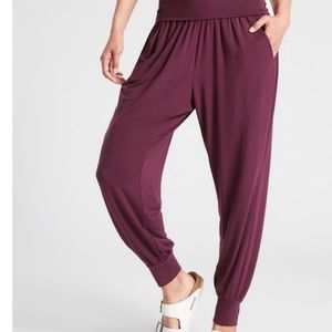 Athleta Studio Jogger, new with tags, size small